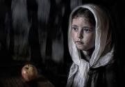 girl-and-apple