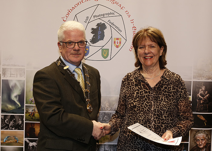 IPF-Vice-President-Liam-Beattie-presenting-Sue-O-Connell-with-her-Fellowship-at-the-Sept-Distinctions-in-Carlow-